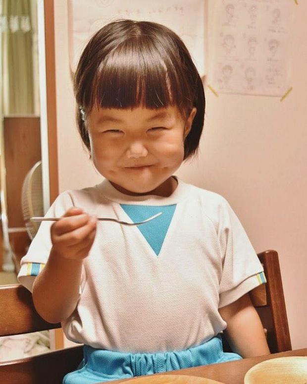 Bị mẹ dìm hàng không thương tiếc nhưng biểu cảm mặt xấu của cô bé 5 tuổi vẫn khiến dân mạng điêu đứng - Ảnh 9.