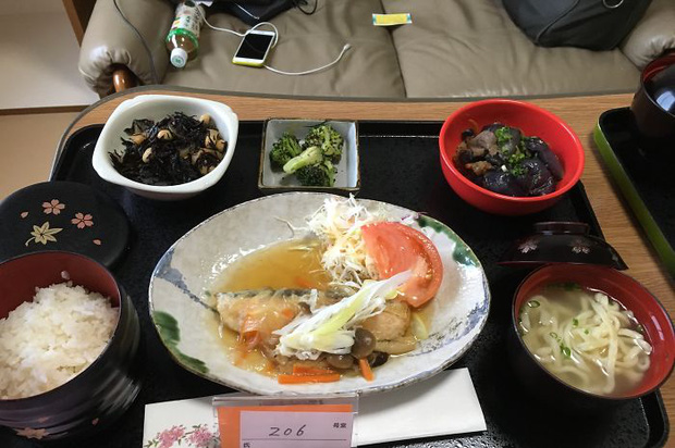 Đồ ăn bệnh viện đẳng cấp Nhật Bản: Nhìn qua bữa ăn của sản phụ, ai cũng tưởng đồ order nhà hàng - Ảnh 9.