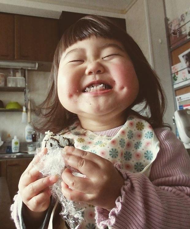 Bị mẹ dìm hàng không thương tiếc nhưng biểu cảm mặt xấu của cô bé 5 tuổi vẫn khiến dân mạng điêu đứng - Ảnh 10.