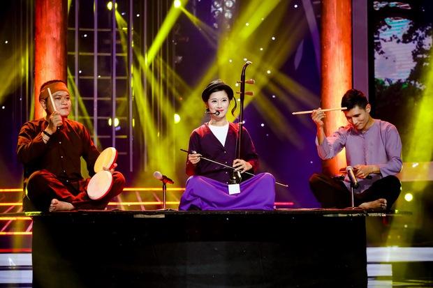 Đông Nhi sexy, Hồ Quỳnh Hương đu dây mạo hiểm trên sân khấu Gương mặt thân quen - Ảnh 7.