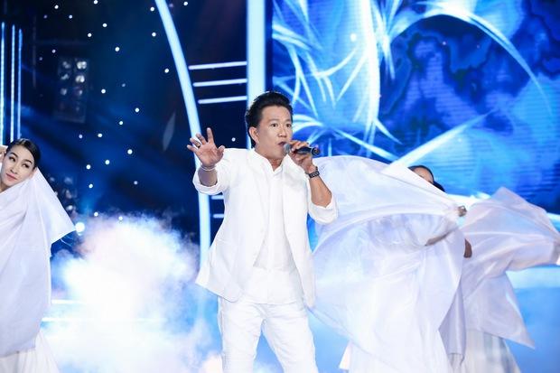 Đông Nhi sexy, Hồ Quỳnh Hương đu dây mạo hiểm trên sân khấu Gương mặt thân quen - Ảnh 9.