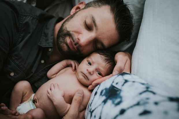 Cặp đồng tính nam bật khóc nức nở khi chứng kiến khoảnh khắc con đầu lòng chào đời - Ảnh 20.