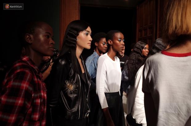 Clip độc quyền: Thùy Trang kết show Talbot Runhof tại Paris Fashion Week, nhận cát xê khủng ngay sau buổi diễn - Ảnh 9.