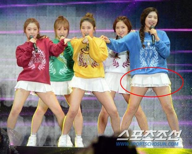 Luôn có một thành viên của Red Velvet phải mặc váy 2 tầng, và nguyên cớ là... - Ảnh 1.