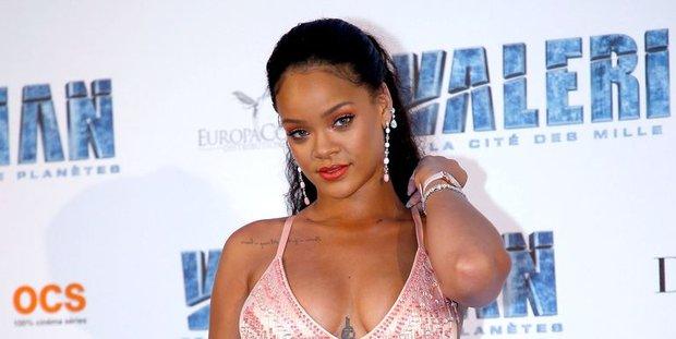 13 tiếng sau khi đăng tải, clip nhá hàng dòng mỹ phẩm của Rihanna đã có hơn 2 triệu lượt view - Ảnh 1.
