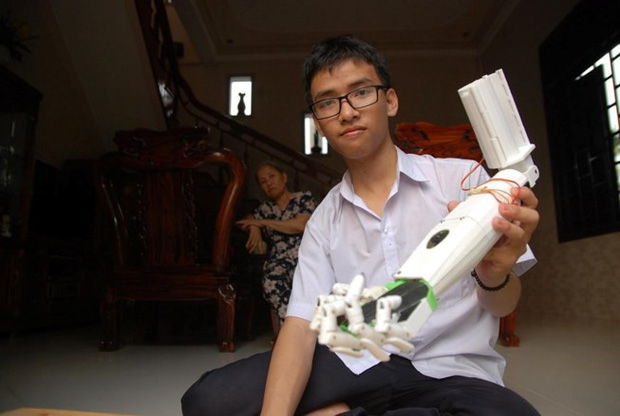 Cậu học sinh nghèo Quảng Trị chế robot từng bị từ chối visa đạt giải quốc tế tại Mỹ - Ảnh 2.