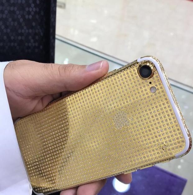 Tại thành phố xa hoa Dubai, iPhone cũng phải sang chảnh đến mức này mới chịu được - Ảnh 9.