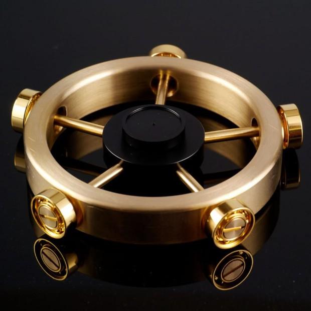 Xoay 12 phút liên tục không nghỉ: Chỉ có thể là con quay fidget spinner của người Nhật - Ảnh 1.