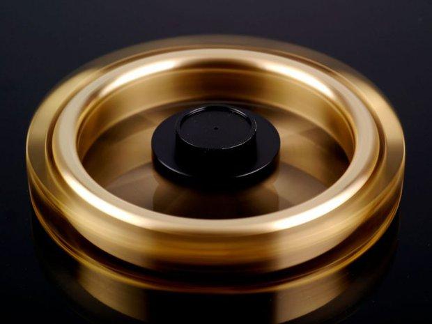 Xoay 12 phút liên tục không nghỉ: Chỉ có thể là con quay fidget spinner của người Nhật - Ảnh 2.