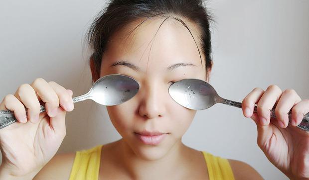 Ngủ dậy thấy mắt sưng húp thì có thể là do ăn quá nhiều những thực phẩm này - Ảnh 5.