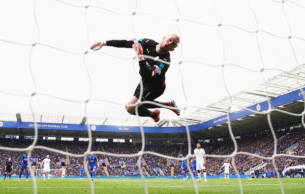 Tottenham vấp ngã trong cuộc đua vô địch vì thủ thành West Ham - Ảnh 3.