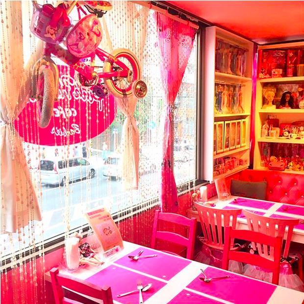 Ghé thăm quán cà phê Barbie màu hồng mộng mơ tuyệt đẹp - Ảnh 7.