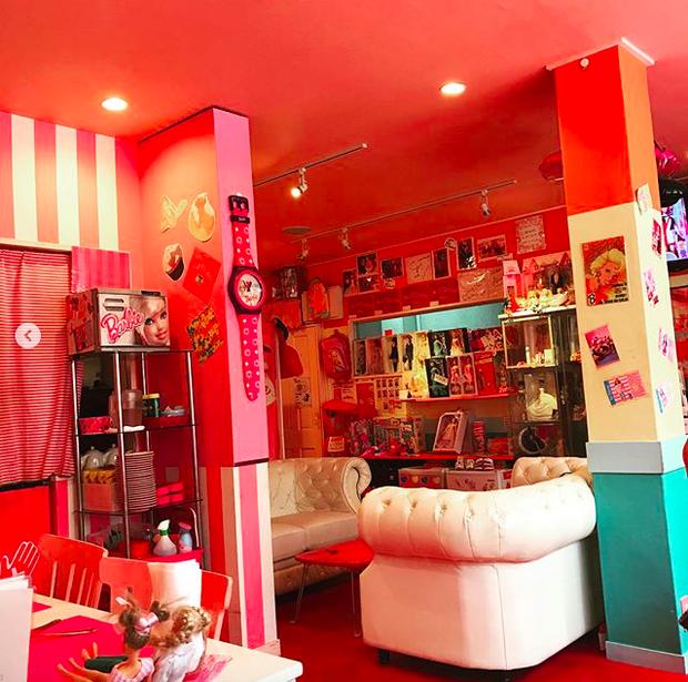 Ghé thăm quán cà phê Barbie màu hồng mộng mơ tuyệt đẹp - Ảnh 9.