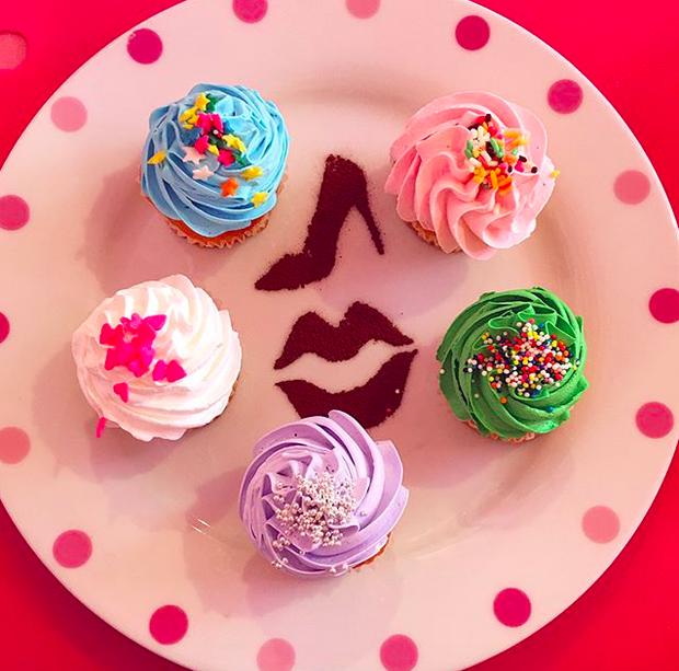 Ghé thăm quán cà phê Barbie màu hồng mộng mơ tuyệt đẹp - Ảnh 21.