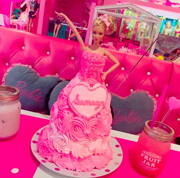 Ghé thăm quán cà phê Barbie màu hồng mộng mơ tuyệt đẹp - Ảnh 23.