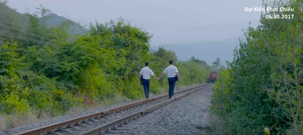 Anh Tú (Cười xuyên Việt) nắm tay bạn trai đến trường trong phim thanh xuân đồng tính Việt - Ảnh 2.
