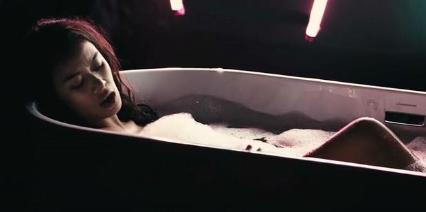 Thực hư chuyện nữ chính của Glee Việt bị lộ vòng 1 trong phòng tắm - Ảnh 2.