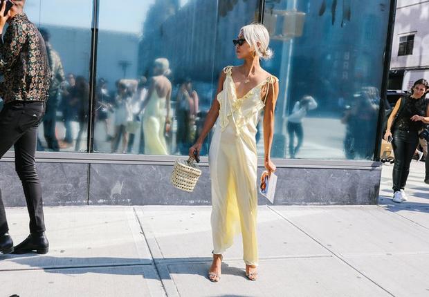 Nào chỉ hội tụ nhiều BST đẹp mĩ mãn, New York Fashion Week 2017 còn có vô vàn street style siêu chất - Ảnh 6.