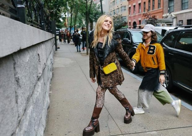 Nào chỉ hội tụ nhiều BST đẹp mĩ mãn, New York Fashion Week 2017 còn có vô vàn street style siêu chất - Ảnh 8.