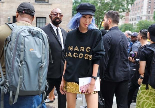 Nào chỉ hội tụ nhiều BST đẹp mĩ mãn, New York Fashion Week 2017 còn có vô vàn street style siêu chất - Ảnh 9.