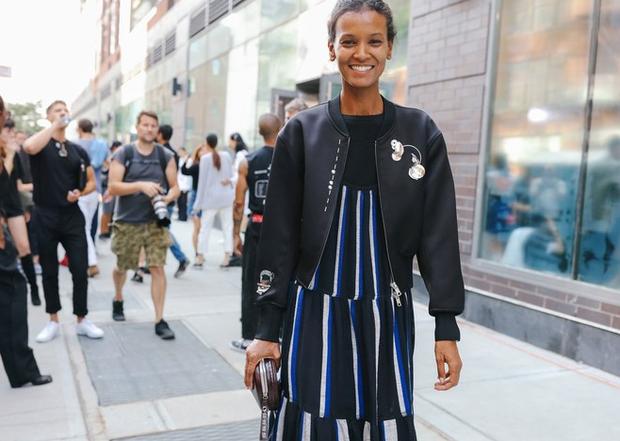 Nào chỉ hội tụ nhiều BST đẹp mĩ mãn, New York Fashion Week 2017 còn có vô vàn street style siêu chất - Ảnh 12.