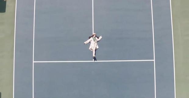 Quay MV cover Em gái mưa, Linh Ka nhận gạch vì chỉnh giọng quá nhiều - Ảnh 3.