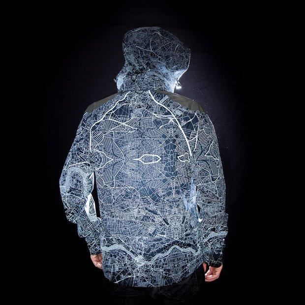 Áo khoác kiêm bản đồ phát sáng dành cho người mù đường bẩm sinh - Ảnh 3.