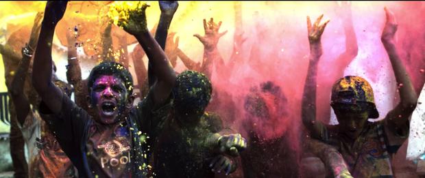 Vừa ra mắt, MV thực hiện tại Ấn Độ của Lưu Hương Giang đã bị cho rằng quá giống với MV của Coldplay và Beyonce - Ảnh 4.