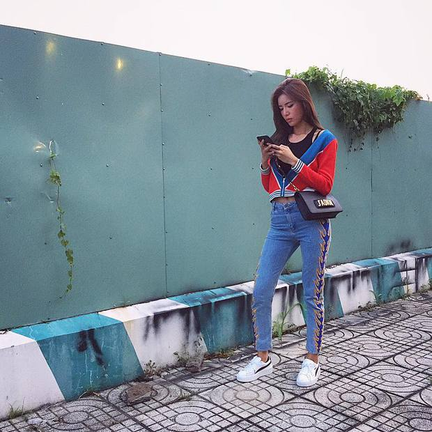 Minh Tú & Á hậu Huyền My cùng diện mốt sporty-chic trễ nải, ai đẹp hơn? - Ảnh 1.