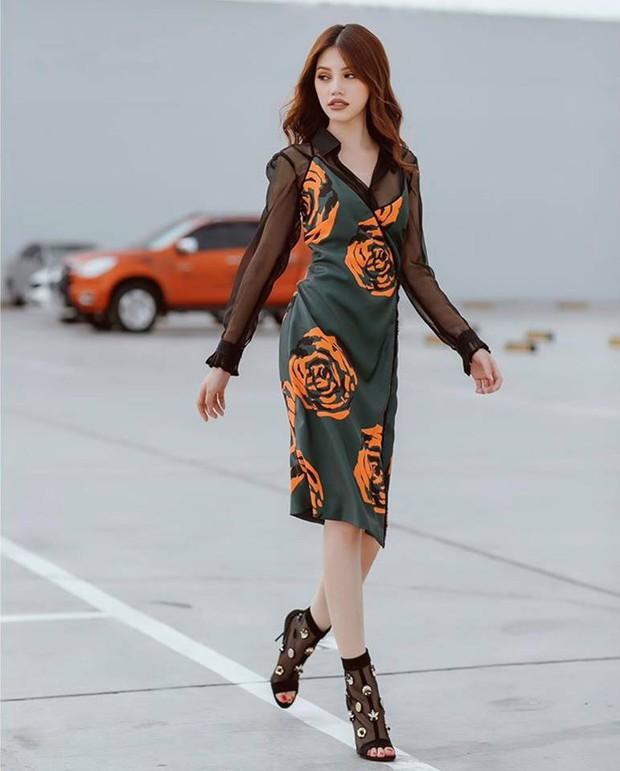 Hà Hồ vẫn chưa dứt cơn mê dép lau nhà, Phí Phương Anh bỗng hóa gái lạ vì style mới - Ảnh 9.