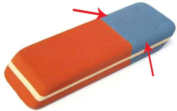 Dùng cả đời rồi nhưng bạn có biết phần màu xanh của cục tẩy dùng để làm gì không? - Ảnh 1.