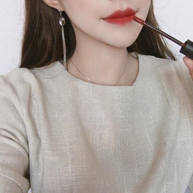 5 cây son Hàn chỉ đánh riêng không makeup vẫn lên màu siêu đẹp và tôn da - Ảnh 2.