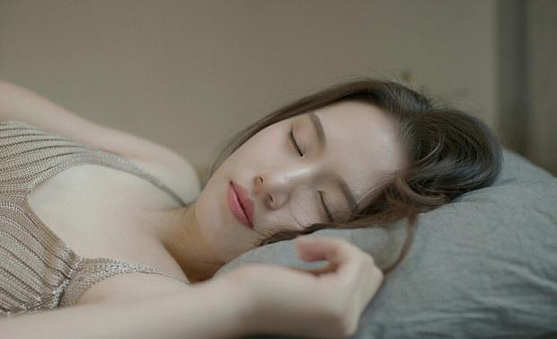 Bỏ ngay những thói quen xấu buổi sáng khiến bạn tăng cân vèo vèo - Ảnh 1.