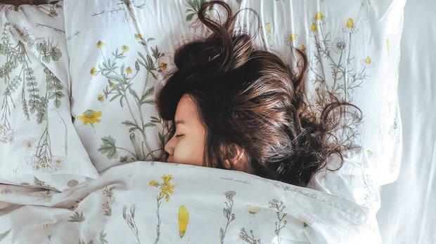 Siêu mẫu Jodie Kidd và cuộc thử nghiệm thức khuya: Chỉ trong 5 ngày mà da bị tàn phá khủng khiếp - Ảnh 5.
