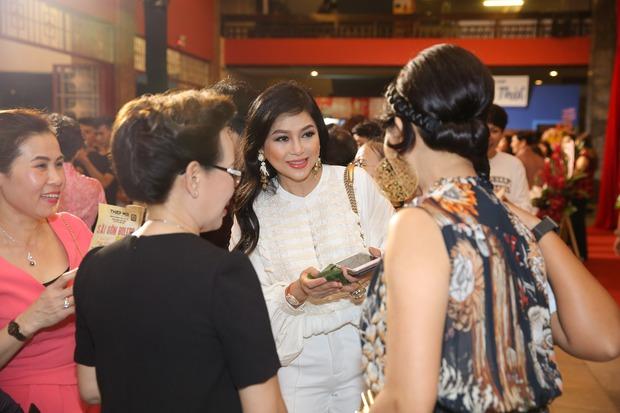 Dàn sao Việt diện trang phục cổ điển đi xem đêm nhạc Bolero của Đàm Vĩnh Hưng - Ảnh 8.