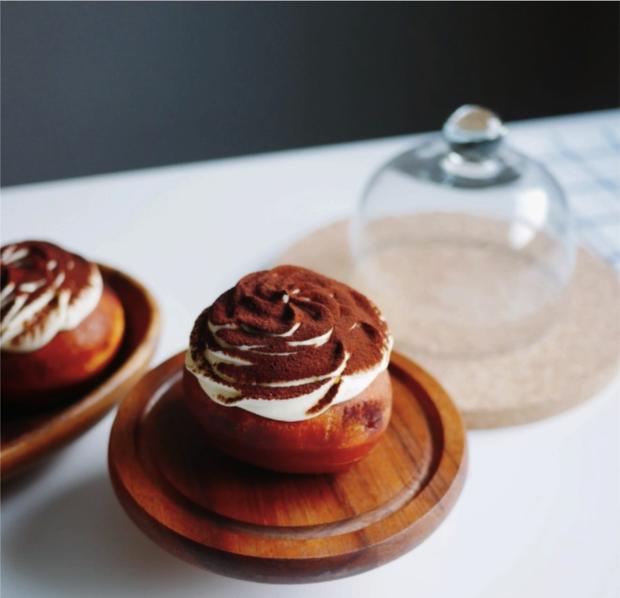 Bánh Donut Tiramisu: hay ho hấp dẫn thế này mà không thử thì phí quá! - Ảnh 1.