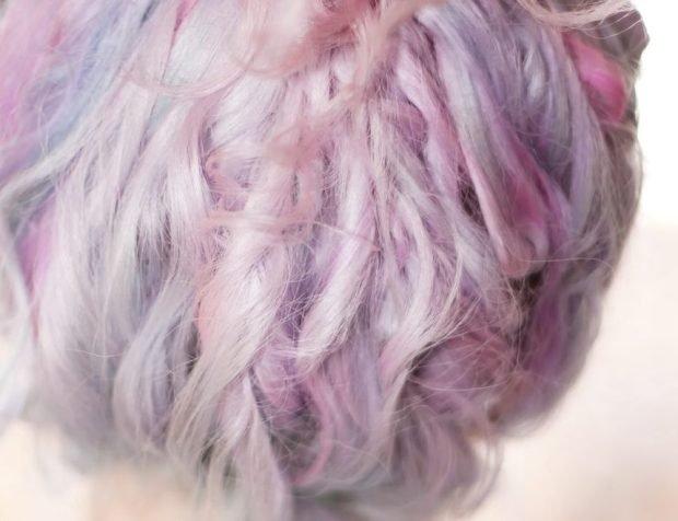 Tự nhuộm tóc màu mè tại gia, cô gái ăn quả đắng vì bị bong hết da đầu - Ảnh 2.