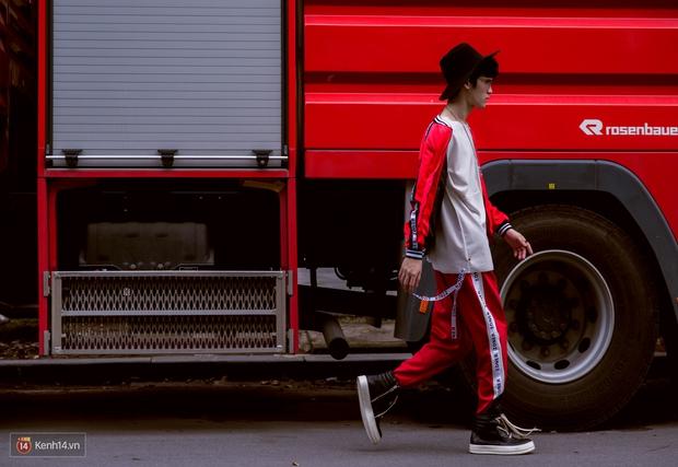 Không còn lậm đen trắng, street style của giới trẻ Việt tuần qua bỗng màu mè và chói lọi hơn bao giờ hết - Ảnh 6.