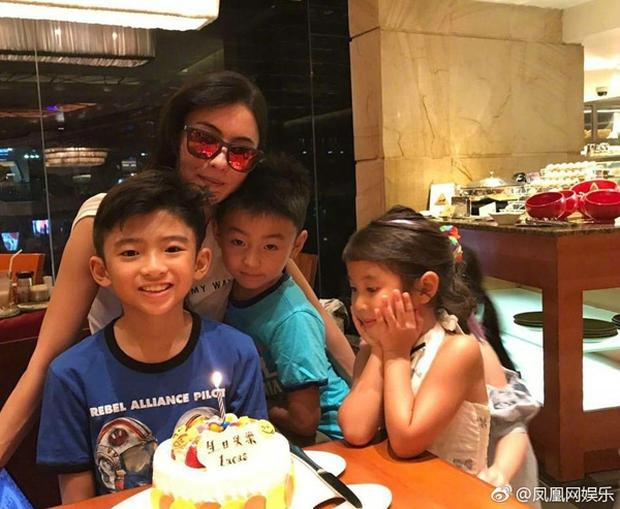 Tạ Đình Phong có thể vì Vương Phi mà làm đại tiệc cá ngừ, nhưng chẳng thể vì con trai mà làm chiếc bánh sinh nhật giản đơn - Ảnh 4.