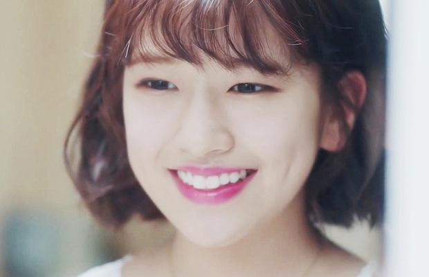 Nữ thực tập sinh nổi tiếng sau 1 clip quảng cáo vì giống nữ thần Hậu duệ mặt trời Kim Ji Won - Ảnh 2.