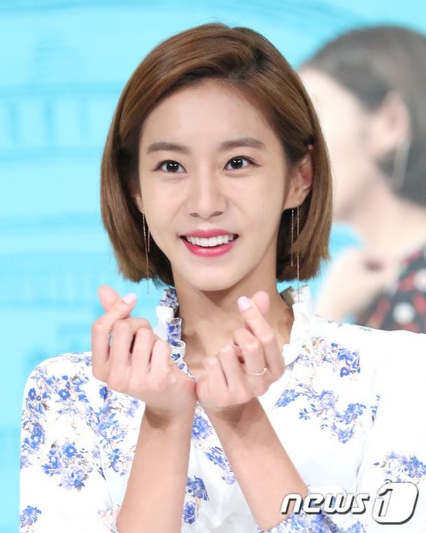 Jaejoong trở lại điển trai như hoàng tử, UEE diện váy rách hay cố tình? - Ảnh 6.
