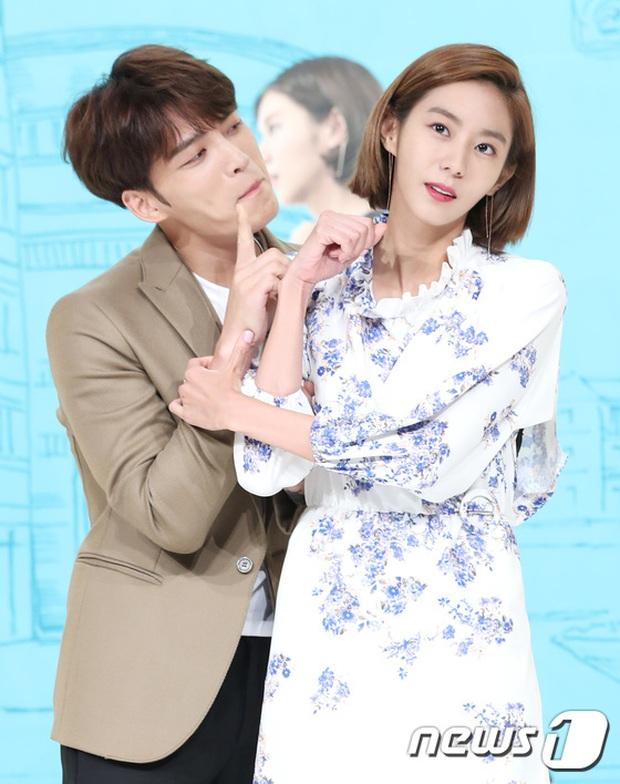 Jaejoong trở lại điển trai như hoàng tử, UEE diện váy rách hay cố tình? - Ảnh 12.