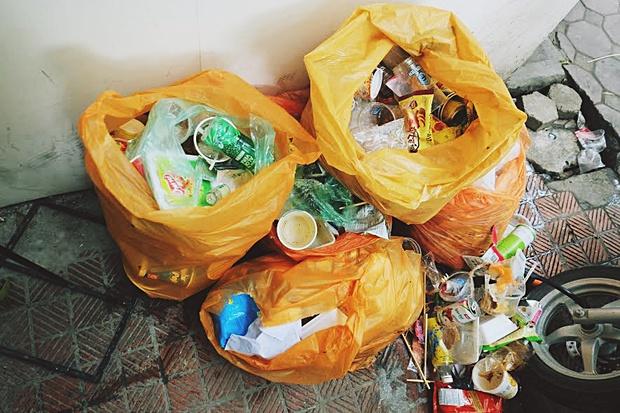 Ngao ngán cảnh sinh viên ôm chăn gối theo để ngủ, xả rác bừa bãi trong các cửa hàng tiện lợi - Ảnh 6.