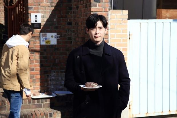 Không còn nhận ra Lee Jong Suk trong tạo hình sốc nhất sự nghiệp - Ảnh 9.