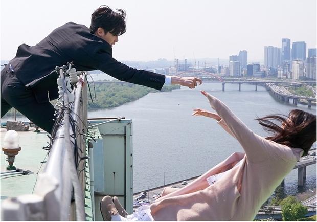 Hứa hẹn là thế, phim của Lee Jong Suk vẫn có thể flop vì... Suzy? - Ảnh 10.