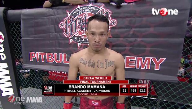 """""""Se đài"""" theo kiểu Kong, võ sĩ MMA bị hạ đo ván sau 10 giây - Ảnh 3."""