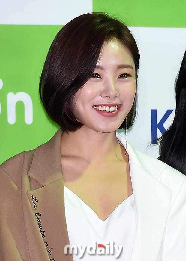 Thảm đỏ Asian Song Festival: Đông Nhi được báo Hàn khen ngợi hết lời, sánh bước bên loạt sao thế giới - Ảnh 10.