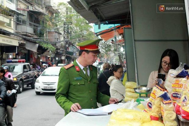 Sau Sài Gòn, Hà Nội ra quân giành lại vỉa hè cho người đi bộ - Ảnh 6.