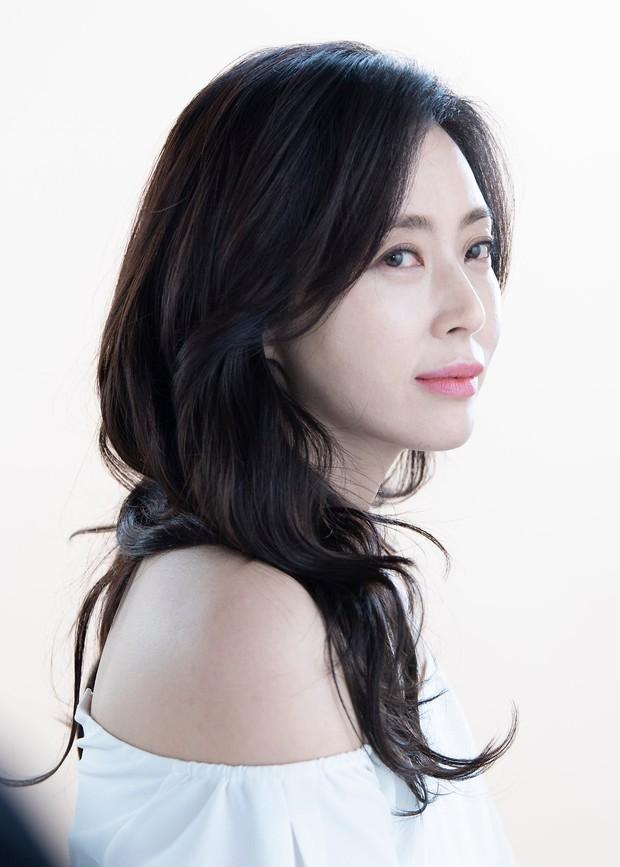 Thời của các bà mẹ Kbiz đã đến: Siêu hot, mẹ Kim Tan chưa phải đỉnh nhất, toàn được ship với con rể vì quá đẹp đôi - Ảnh 15.