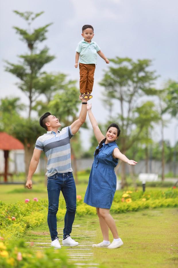 """""""Hoàng tử xiếc"""" Quốc Cơ hạnh phúc thông báo bà xã đang mang thai lần 2 - Ảnh 4."""